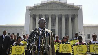 El director de la NAACP, Charles White