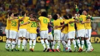 Pemain Brasil rayakan kemenangan