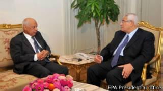 Le premier ministre, Hazem al-Beblawi, (g.) et le président par interim Adli Mansour (dr.)