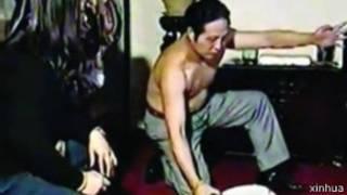 """王林表演""""隔空取蛇""""(新华社资料图片)"""