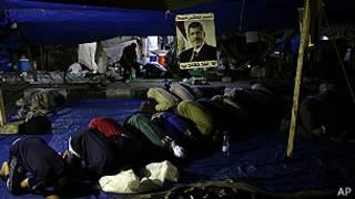 Partidarios de Morsi oran en El Cairo