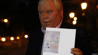 स्नोडेन के वकील शरण के दस्तावेज़