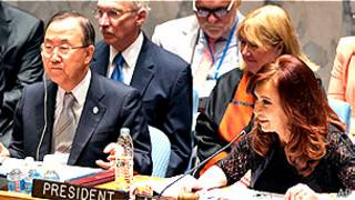 Cristina Kirchner, presidenta de Argentina, junto al secretario general de la ONU, Ban Ki-moon