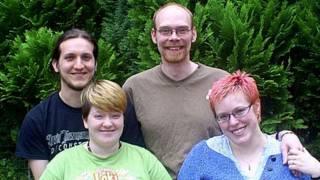 Esquerda: Sarah e Chris. Direita: Charlie e Tom (Arquivo Pessoal)