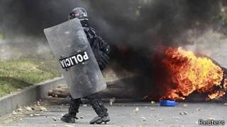 Policía antidisturbios en Colombia