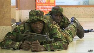 soldados de Kenia en el centro Comercial de Westgate de Nairobi