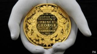 Medallón conmemorativo del bautizo del príncipe George