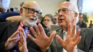 彼得•希格斯(右)和比利時科學家弗朗索瓦•恩格勒特