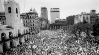 10 de diciembre de 1983, multitud en la Plaza de Mayo