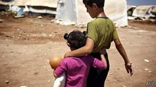 Niños sirios en un campamento para desplazados