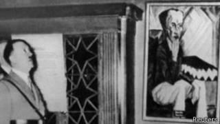 """Hitler en la """"Exposición de Arte Degenerado"""""""