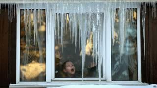 Ventana congelada en invierno