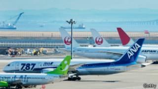 Aviones en el aeropuerto de Tokio