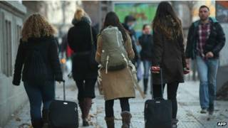 imigrantes búlgaros e romenos   AFP