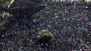 Ibihumbi vy'abanye Afrika mu myigaragamvyo mu kibanza Rabin Square i Tel Aviv