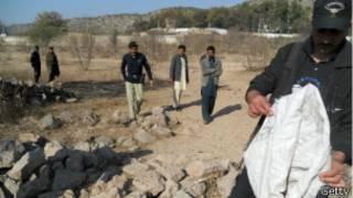 Policía examina sitio del ataque
