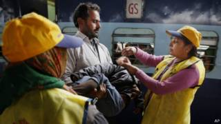 Vaksinasi polio di India