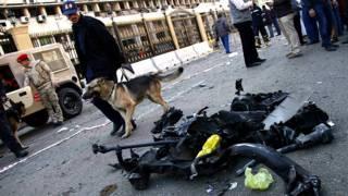 Local de explosão perto do QG da Polícia no Cairo (BBC)