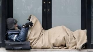 Sem-teto em Paris, em foto de arquivo (Reuters)