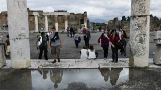 Turistas visitam Pompeia (Arquivo/AFP)