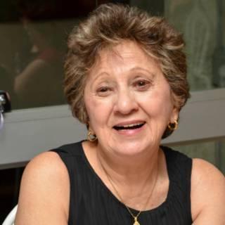 A jornalista Iza Salles, em imagem atual (Arquivo pessoal)