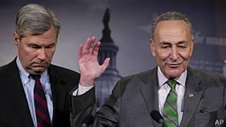 Senadores demócratas Charles Schumer y Sheldon Whitehouse