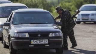 Contrôle routier, à la frontière entre l'Ukraine et l'Etat sécessionniste autoproclamé de Donetsk