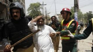 Policía arresta a manifestante