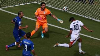 Bryan Ruiz autor del gol de Costa Rica ante Italia