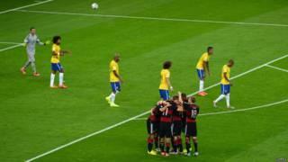Comemoração alemã na semifinal contra o Brasil