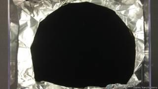 Vantablack, el material más oscuro del mundo