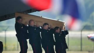 Llegada de los cadáveres de las víctimas a Holanda.
