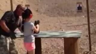 Il est commun de donner des cours de tirs aux enfants dans l'Arizona.