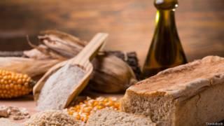 Pan y otros alimentos con gluten.