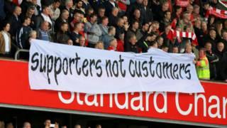 Supporter sepak bola Inggris bersatu memprotes harga tiket – BBC Indonesia