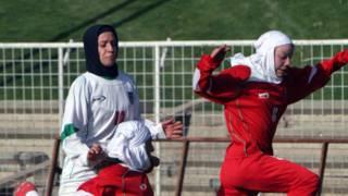 Bintang sepak bola putri Iran dibolehkan keluar negeri – BBC Indonesia