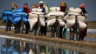 Apakah pekerja Indonesia siap hadapi Masyarakat Ekonomi ASEAN? - BBC ...