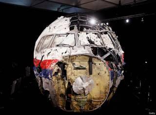 """Фрагменты авиалайнера """"Боинг"""", летевшего рейсом MH17"""