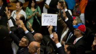 Cartel de 112 diputados
