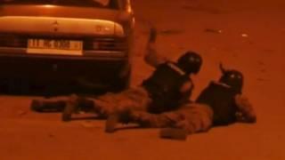 Спецназ занимает позиции перед штурмом захваченного боевиками отеля Splendid в Уагадугу, Буркина-Фасо (16 января 2016 года)