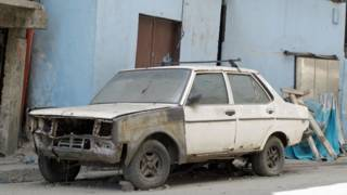 Carro abandonado en Caracas