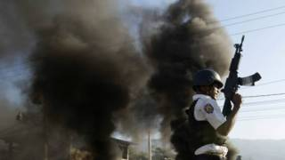 Un policía de Haití