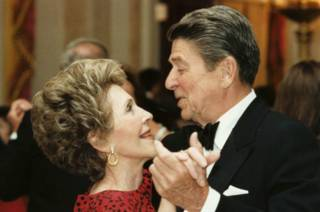 http://ichef-1.bbci.co.uk/news/ws/320/amz/worldservice/live/assets/images/2016/03/06/160306175029_nancy_ronald_reagan_wedding_anniversary_624x415_ronaldreaganpresidentallibrarygetty_nocredit.jpg