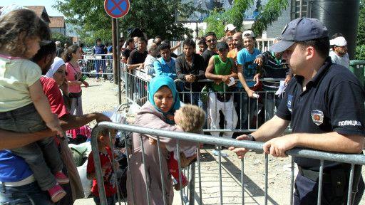 هفت گذرگاه کرواسی گذرگاههای مرزی خود را به روی پناهجویان بست - BBC ...