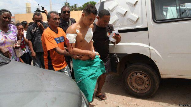 Un preso de la cárcel brasileña de Pedrinhas, estado de Maranhão, herido durante un enfrentamiento de bandas rivales el año pasado.