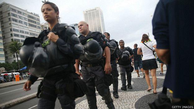 Policiais em foto de 2014 no Rio