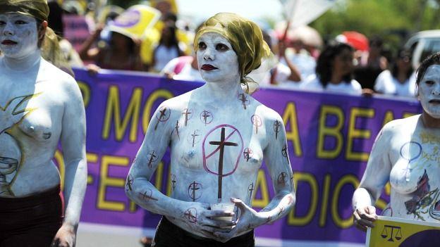 Manifestantes contrarios al aborto