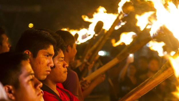 Protesta por el primer aniversario de la desaparición de estudiantes en Iguala, Guerrero.