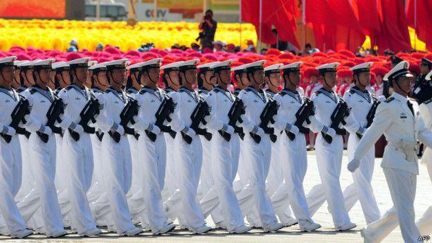 中共建政60週年閱兵式上接受檢閱的海軍方隊(1/10/2009)
