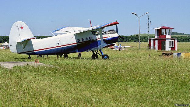Ан-2 на военном аэродроме